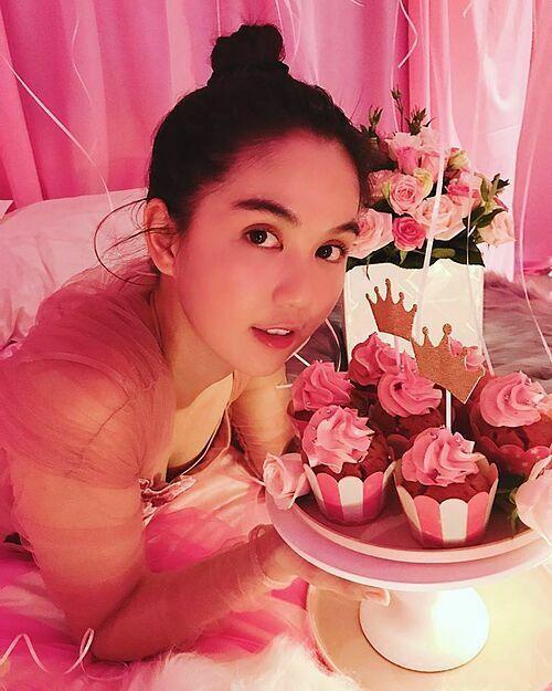 Bạn trai là người ghi lại những khoảnh khắc của Ngọc Trinh. Cô cho biết, sinh nhật năm 29 tuổi là kỷ niệm đáng nhớ khiến cô vui, xúc động nhất.