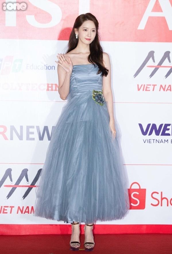 Yoona (SNSD) diện váy bồng bềnh như công chúa. Ảnh: Tùng Đinh