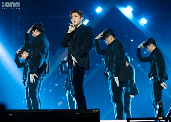 Kang Daniel lần đầu trình diễn ca khúc mới Touchin trên sân khấu AAA. Anh nhận được ba giải trong sự kiện tối qua, bao gồm AAA Best Emotive, AAA Potential và Star15 Popularity Award.