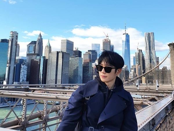 Jung Hae In đăng ảnh ở New York.