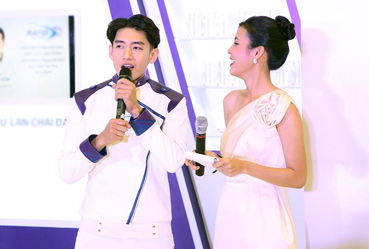 Quang Đăng cho biết luôn phải học hỏi không ngừng để tồn tại được trong guồng quay showbiz.