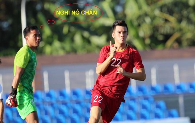 """<p> Chưa đầy 20 phút đã lập cú đúp. """"Đá đấm gì tầm này nữa"""", thủ môn Lào nói.</p>"""