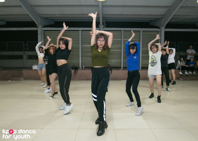 <p> DR Crew chọn những bản hit của SNSD như The boy, Paparazzi... để nhảy cover trong vòng Đối đầu của cuộc thi Kpop Dance For Youth.</p>