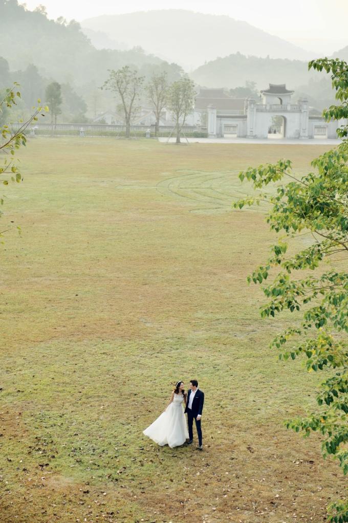 <p> Yêu nhau gần hai năm nhưng đến cận ngày cưới Hoàng Oanh mới chịu công khai hình ảnh rõ mặt bạn trai.</p>