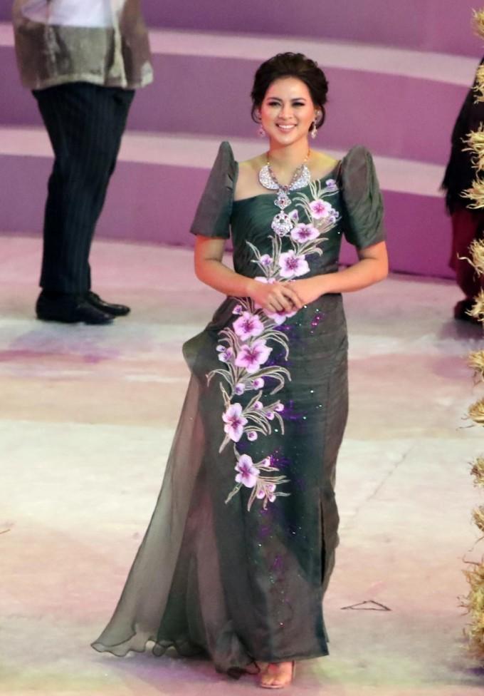 <p> Lara Quigaman là đại diện cho đoàn Myanmar. Cô từng đăng quang Miss International 2005, với chiều cao 1,68 m.Mỹ nhân 36 tuổi hiện là diễn viên kiêm nhà sản xuất tại Philippines.</p>