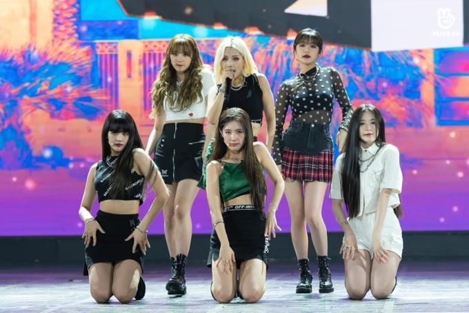 <p> Trong sân khấu thứ hai, girlgroup nhà Cube trình diễn lại ca khúc debut <em>Latata </em>từng gây bão 2018.</p>
