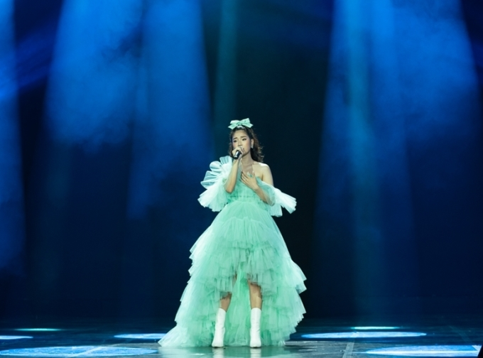 <p> Hoàng Yến Chibi ghi điểm với giọng hát du dương trong bài hát mới<em>Là anh đấy nhưng không còn yêu.</em></p>