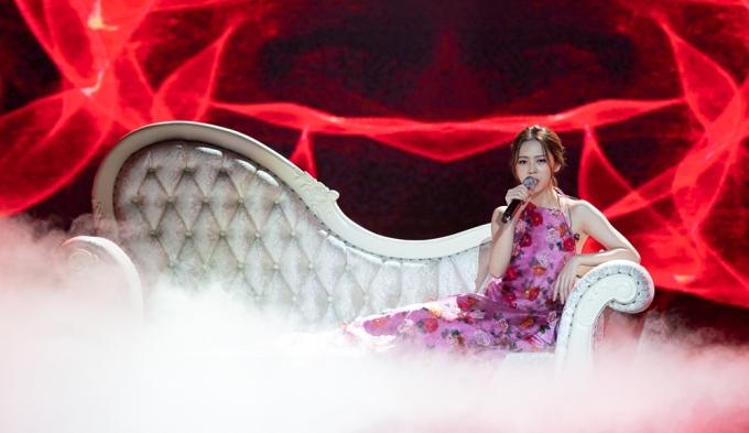 <p> Liz Kim Cương trình diễn<em>Nói hết lòng mình.</em></p>