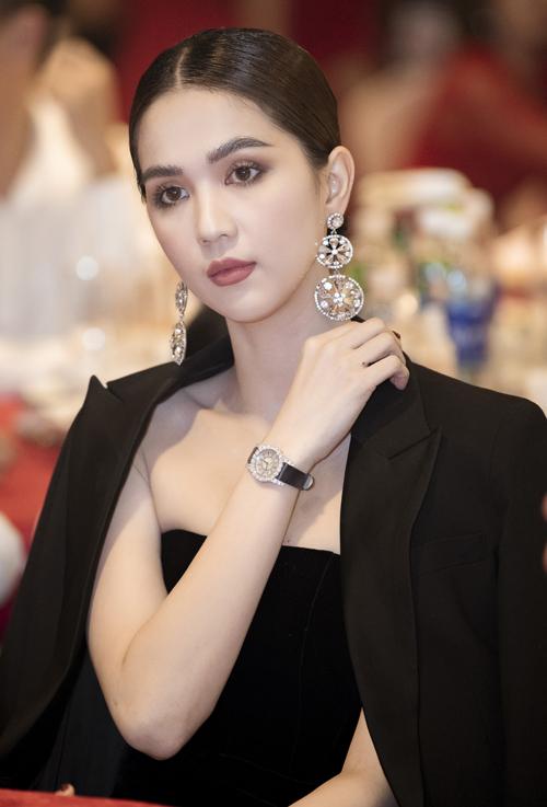 2019 là một năm thành công của Ngọc Trinh trên nhiều lĩnh vực. Cô vừa đảm nhiệm vai trò CEO cho một công ty mỹ phẩm, vừa phát triển vai trò diễn viên, đồng thời còn nhận nút vàng từ Youtube nhờ kênh vlog ăn khách.