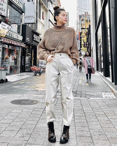 Hà Hồ diện trẻ trung dạo phố Tokyo.