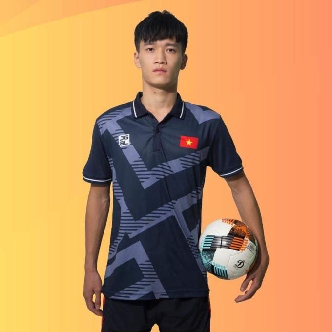 <p> Hoàng Đức còn có thể chơi bóng ở nhiều vị trí. Đó là lý do mà ông Park luôn ưu tiên cầu thủ này có thể chơi trên ba vị trí.</p> <p> Hoàng Đức sẽ cùng đồng đội gặp Singapore vào tối 3/12 trên sân cỏ tại Phillippines ở lượt trận thứ 4.</p>