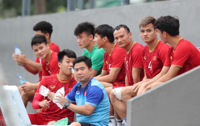 <p> Sau khoảng 15 phút cho báo chí tác nghiệp, ông Park yêu cầu đóng cửa tập kín.</p> <p> Trận đối đầu giữa U22 Việt Nam - U22 Singapore sẽ diễn ra lúc 19h ngày 3/12.</p>