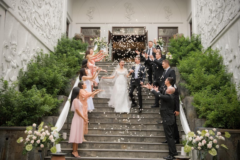 Chồng Tây tháp tùng Hoàng Oanh đi Nha Trang công tác ngay sau đám cưới