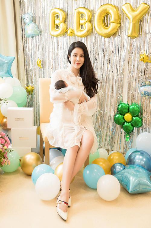 Diệp Lâm Anh sinh con trai thứ 2 tại một bệnh viện ở TP.HCM vào đầu tháng 11