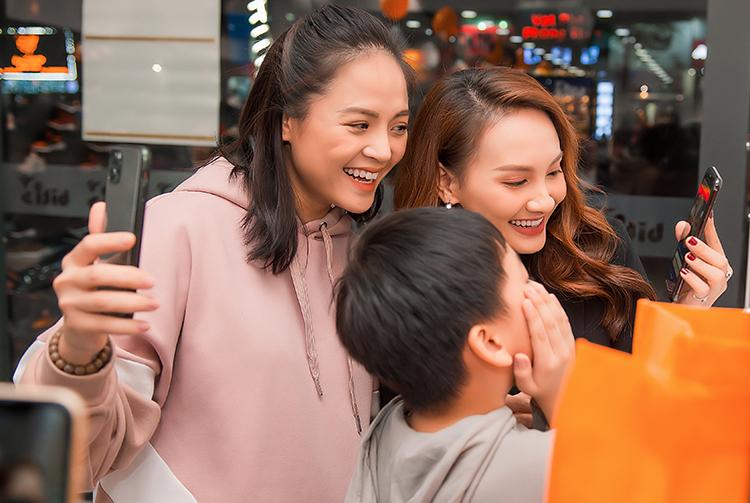 Thu Quỳnh - Bảo Thanh rất vui vẻ khi hội ngộ. Cả hai hào hứng mua sắm cùng nhau. Hai chị em Huệ, Thư của Về nhà đi con bác bỏ tin đồn bằng mặt không bằng lòng.