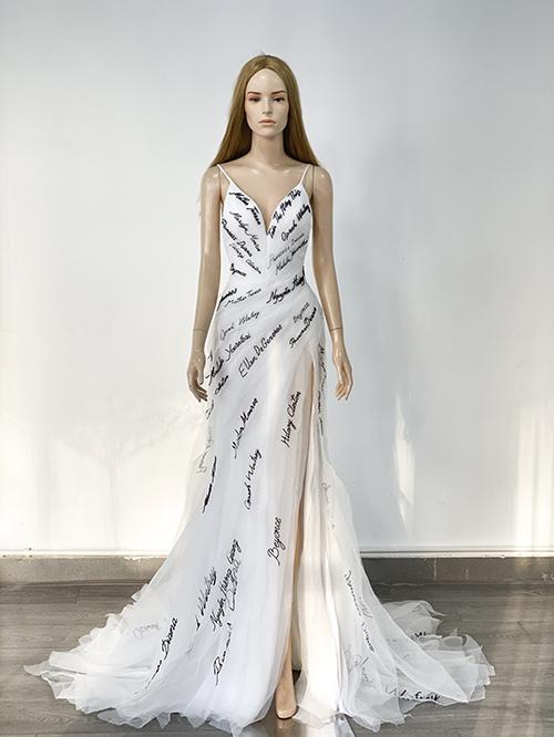 Chiếc váy Thúy Vân sẽ mặc trong đêm bán kết.