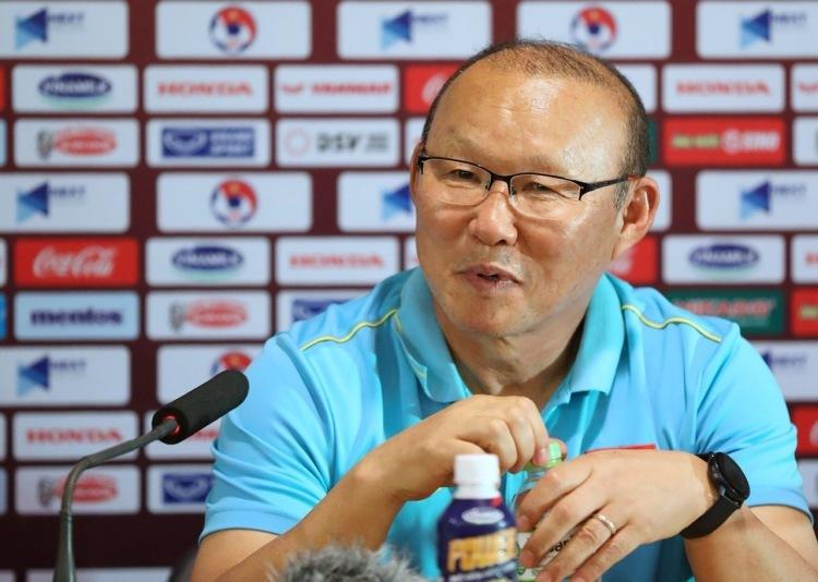 HLV Park tại họp báo sau trận đấu.