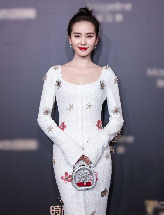 <p> ''Mẹ một con'' Lưu Thi Thi xinh đẹp ở sự kiện.</p>