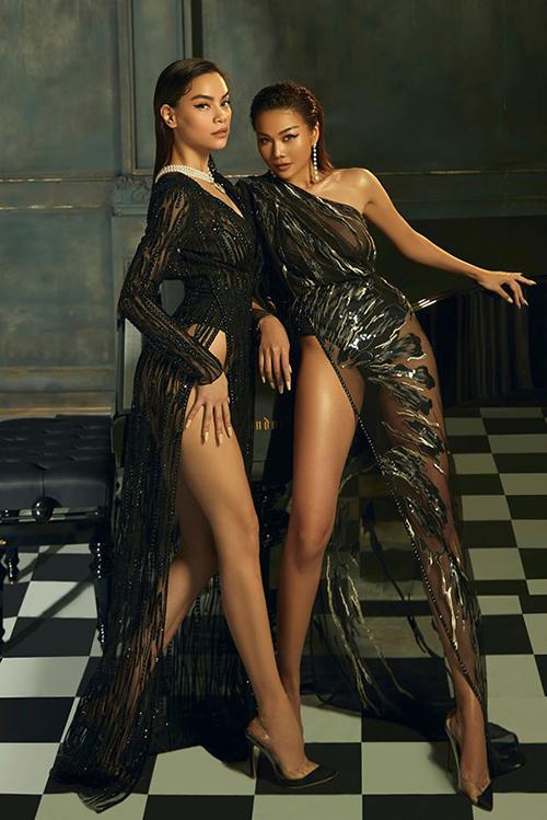 Đôi bạn thân Hà Hồ - Thanh Hằng cùng diện váy xẻ cao tít tắp, đọ chân dài không ai thua kém.