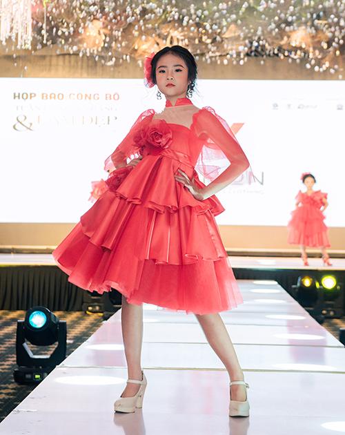 Vietnam International Beauty and Fashion Week 2019 (VIBFW 2019) không chỉ có sự tham gia của hàng loạt các thương hiệu thời trang nổi tiếng trong nước và quốc tế, mà còn có sự góp mặt của nhiều thương hiệu làm đẹp cùng các hoạt động đa dạng. Chưa từng có tiền lệ, đây là lần đầu tiên hai yếu tố thời trang và làm đẹp đồng thời xuất hiện trong một sự kiện có quy mô lớn tại Việt Nam.
