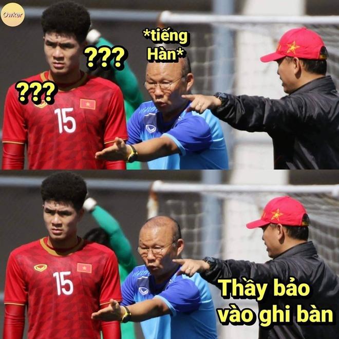 <p> ''84 phút rồi chưa có bàn thắng Chinh ơi, vào ghi bàn đi con'', Thầy Park nói.</p>