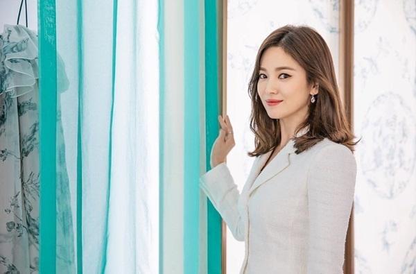 Song Hye Kyo xinh đẹp, thanh lịch trong loạt ảnh mới.