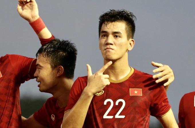<p> Với cú đúp này, Tiến Linh có tổng 5 bàn thắng, bằng Đức Chinh.</p>