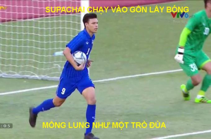 <p> 15h ngày 5/12, U22 Việt Nam chạm trán U22 Thái Lan trên sân Binan, Philippines tại SEA Games 30. Trước trận đấu, đoàn quân HLV Park có nhiều lợi thế hơn khi đứng đầu bảng B, dẫn trước Thái Lan 3 điểm. Mạch trận đấu dồn dập khi chưa đầy 11 phút đầu, Thái Lan nã 2 quả vào lưới thủ môn Văn Toản khiến người hâm mộ không khỏi ngỡ ngàng.</p>