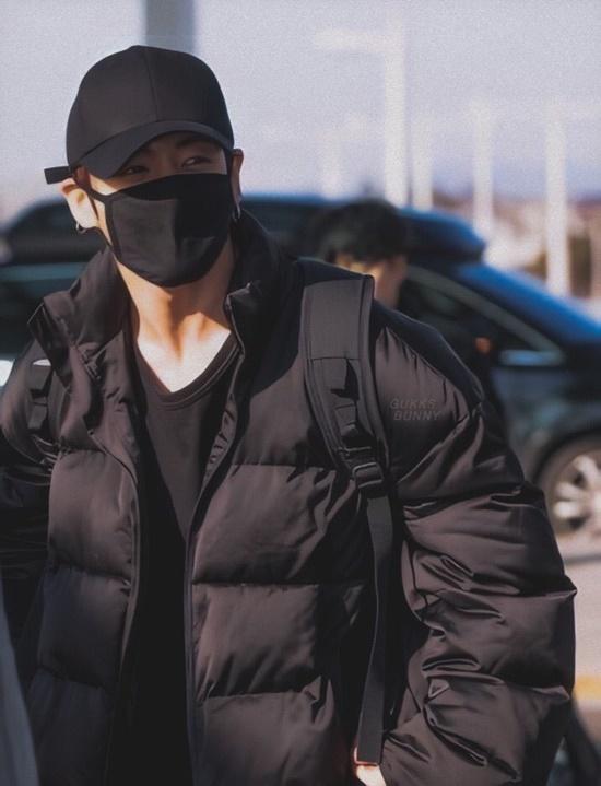 Black Pink, BTS, Twice hội ngộ tại sân bay - 4