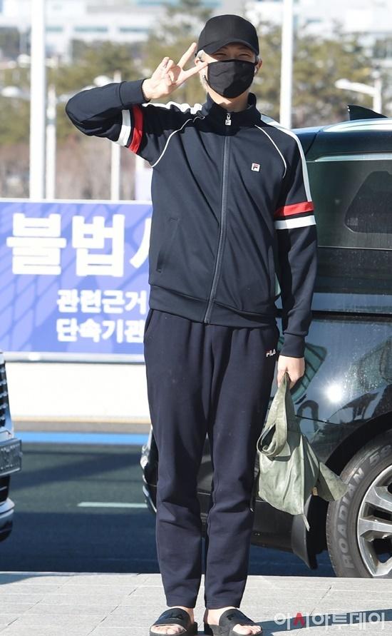 Black Pink, BTS, Twice hội ngộ tại sân bay - 6