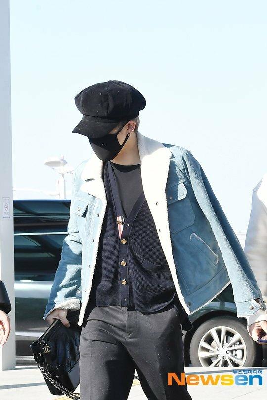 Black Pink, BTS, Twice hội ngộ tại sân bay - 9