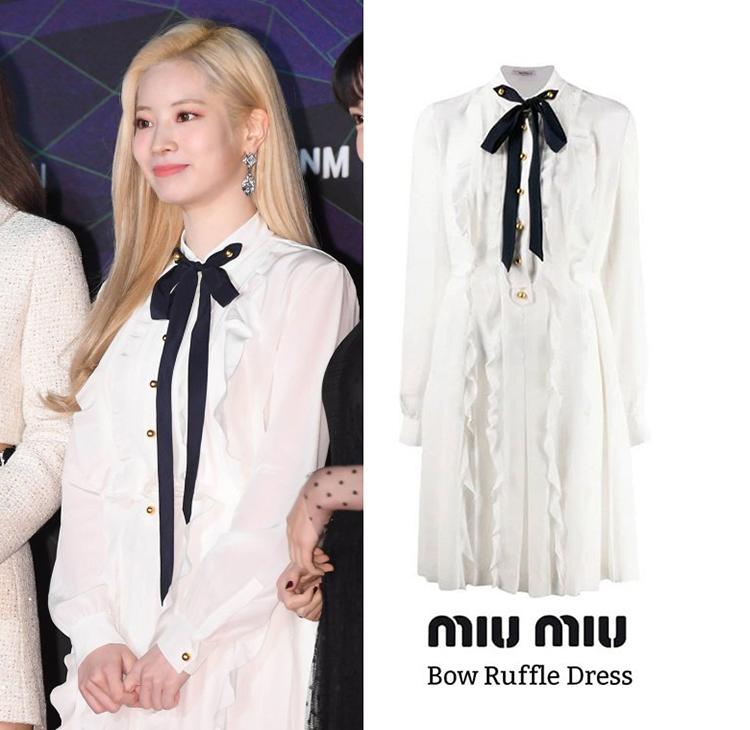Da Hyun (TWICE) cũng lựa chọn mẫu váy  Bow Ruffle Dress của Miu Miu, item có giá 2,097 USD ( khoảng 48,5 triệu đồng).