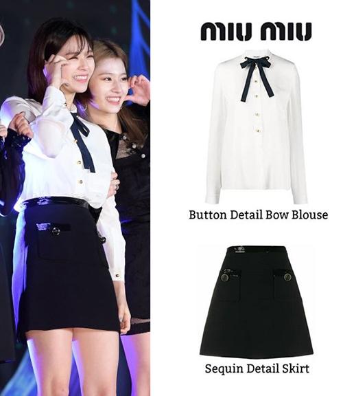 Set áo trắng và chân váy đen đơn giản nhưng cũng có giá 1,690 USD (khoảng 39 triệu đồng) là lựa chọn của Jeong Yeon (TWICE)  khi tham dự MAMA năm nay.