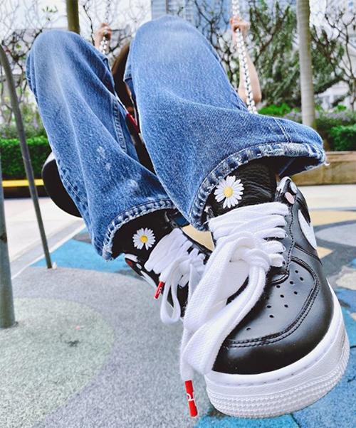 sneaker kết hợp với thương hiệu Nike mang tên Nike Air Force 1 x PEACEMINUSONE Para-noise.