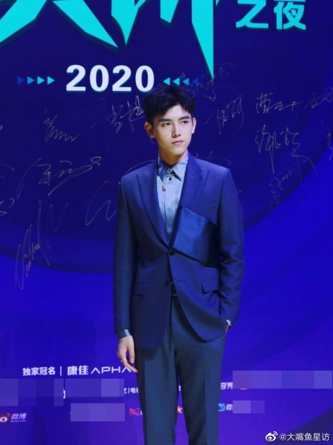 <p> Trần Phi Vũ là con trai của đạo diễn nổi tiếng Trần Khải Ca. Anh đang là ngôi sao có lượng fan đông đảo.</p>