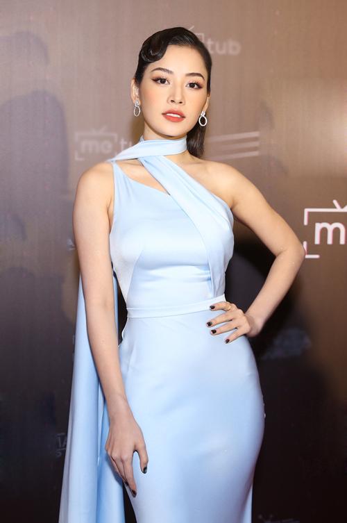 Chi Pu chọn bộ cánh tôn dáng, toát lên độ sang trọng khi dự sự kiện lễ trao giải tronglĩnh vực truyền thông kỹ thuật số ở Việt Nam và 12 nước trong khu vực châu Á. Năm 2019, giọng ca Anh ơi ở lại là một nghệ sĩ Việt Nam có lượng tương tác gây ấn tượng trên nền tảng YouTube.