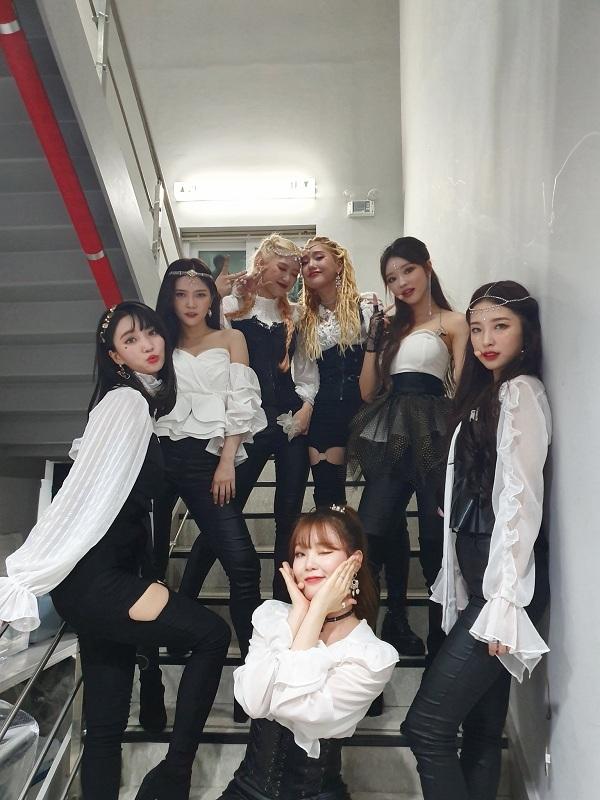7 cô gái xinh đẹp, tài năngcủa Oh My Girl.