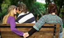 Tarot: Có kẻ thứ ba xuất hiện trong mối quan hệ giữa bạn và người ấy?