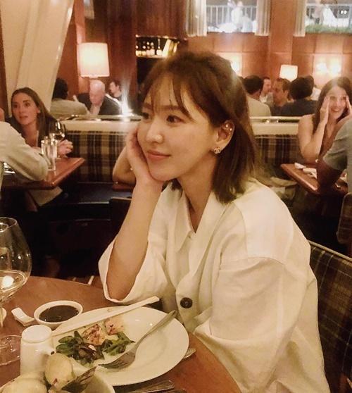 Wendy vừa mở tài khoản Instagram cá nhân, các chị em trong Red Velvet lập tức nhấn follow và bình luận chào mừng.