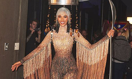 Hoàng Thùy không sửa trang phục dân tộc ở Miss Universe