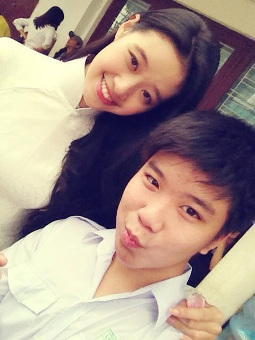 Khánh Vân chụp hình cùng bạn thân 5 năm trước.