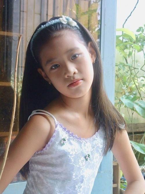 Khánh Vân năm 10 tuổi. Những đường nét trên khuôn mặtcô không khác nhiều so với hiện tại.