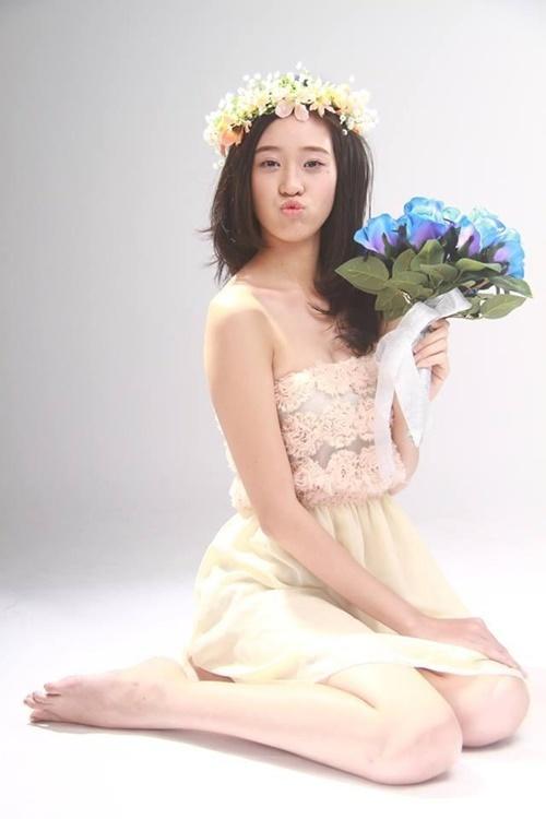 Tân hoa hậu với tạo hình ngọt ngào, đáng yêu năm 16 tuổi. Cô từng làm mẫu ảnh từ thời phổ thông.