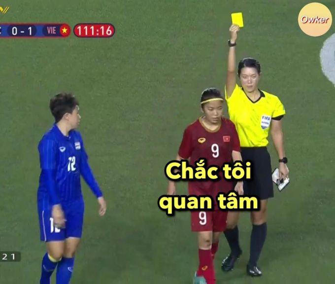 """<p> Không hổ danh đội trưởng Huỳnh Như - thẻ vàng vẫn phải """"ngầu"""".</p>"""