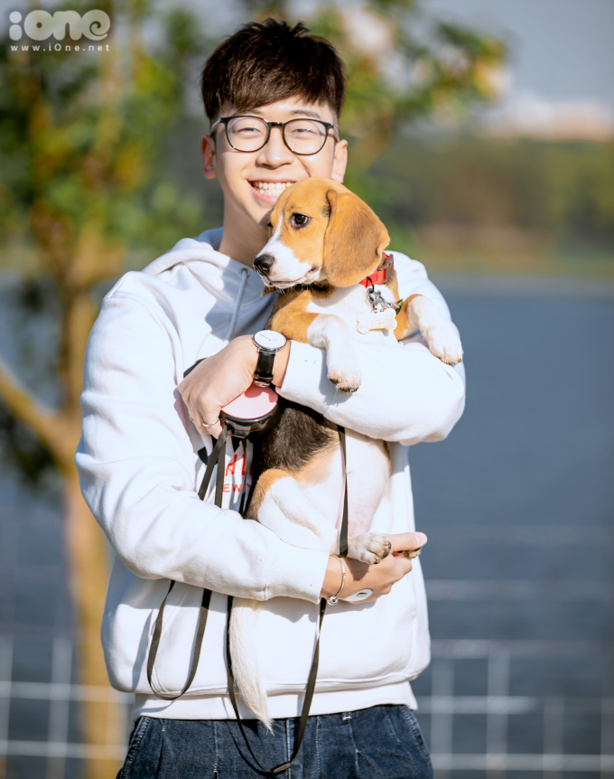 """<p> Food & Travel VloggerNinh Tito chia sẻ: """"Đây là lần đầu mình nuôi chó và tham gia một cuộc thi chạy cùng thú cưng. Mình khá lo lắng vì không biết con nhà mình có chạy được như con nhà người ta nhưng cũng rất hào hứng. Với mình, thắng thua không quan trọng, trên hết vẫn là việc giúp cún nhà mình được giao lưu với nhiều bạn chó khác. Đây còn là cơ hội để mình học hỏi kinh nghiệm nuôi chó từ mọi người"""".</p>"""