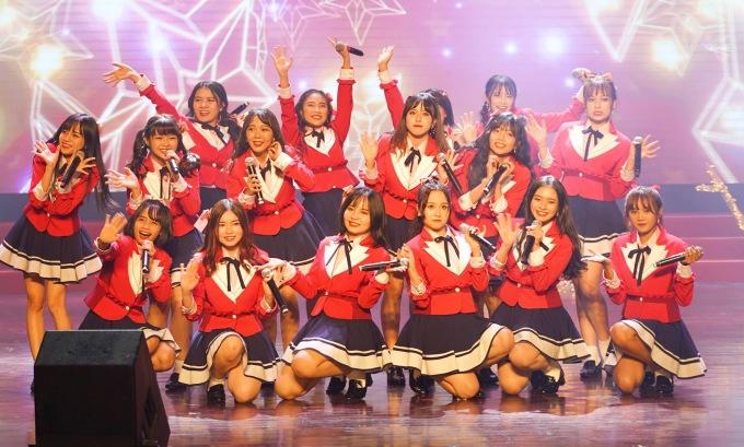 """<p> Họ khuấy động sân khấu bằng những điệu nhảy đầy năng lượng mang đậm phong cách J-pop với các ca khúc gắn bó với nhóm từ những ngày đầu như """"SGO Festival"""","""" SGO48"""", """"Shonichi"""", """"Shoujotachiyo"""", """"Aitakatta""""…</p>"""