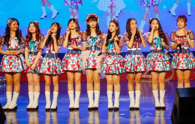 <p> Bữa tiệc âm nhạc được đầu tư khá hoành tráng với ekip âm thanh, ánh sáng... Phần trang phục của các cô gái cũng được đầu tư hoành tráng lên đến cả trăm bộ, mang đến không khí đậm chất giáng sinh.</p>
