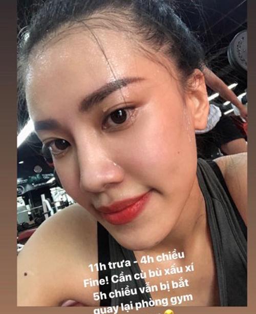 Nguyễn Huỳnh Kim Duyên có lợi thế là làn da mộc không khuyết điểm. Chẳng cần kem nền, gương mặt của cô trông vẫn hồng hào rạng rỡ.