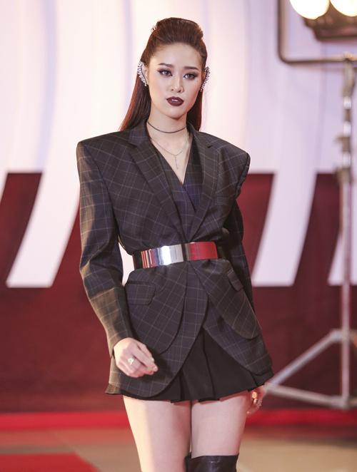 Sau một thời gian không tham gia các cuộc thi sắc đẹp, tập trung phát triển sự nghiệp người mẫu, Khánh Vân trở lại với cuộc thi Siêu mẫu Việt Nam 2018. Cô là thành viên thuộc đội Hoa hậu Hương Giang.