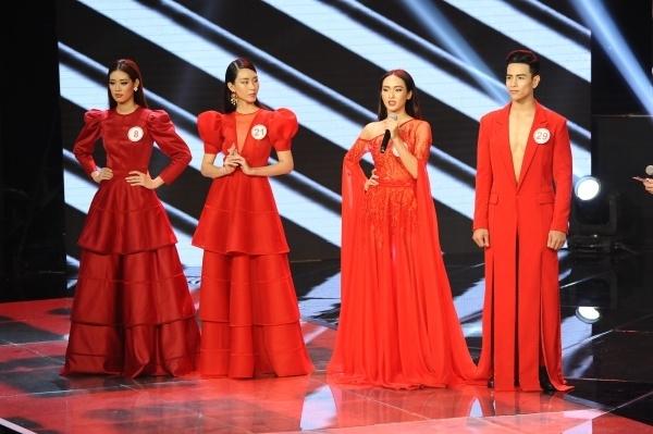 Khánh Vân (bìa trái) vào vòng chung kết và đạt danh hiệu giải Bạc. Đây là một thành công của người đẹp sinh năm 1995 khi lần đầu thử sức ở cuộc thi người mẫu.